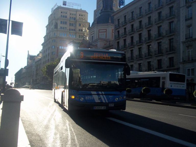 Caos por el cierre de la línea 4 de Metro: la EMT refuerza un 20 % el servicio entre las 7 y las 22 horas