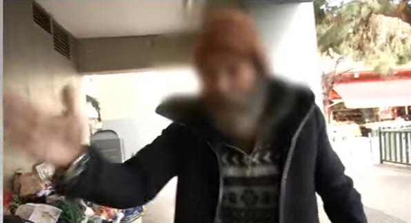 """Los vecinos del barrio denuncian al indigente """"agresivo"""" de la Plaza de la Prosperidad"""